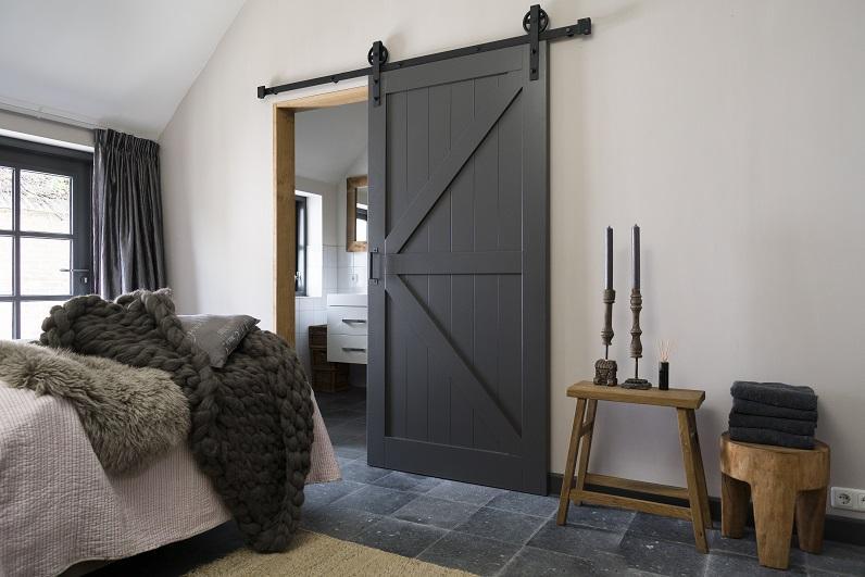 Een (binnen)deur vervangen, plaatsen en afhangen