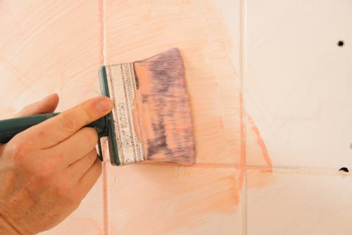 Tegels en badkamertegels kun je zo eenvoudig verven