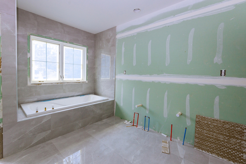 Zelf een bad plaatsen in je badkamer met dit stappenplan