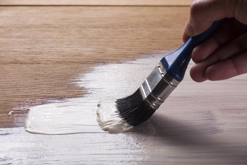 Een houten vloer mooi en strak verven met deze handige tips