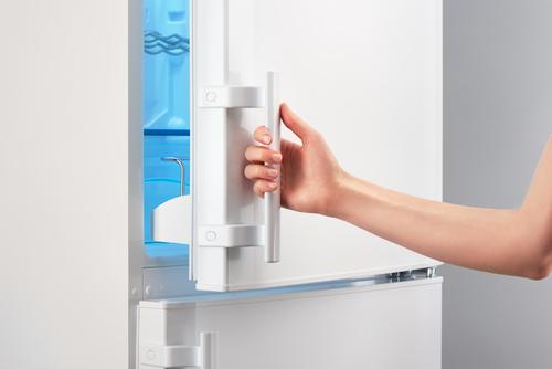 Verander de draairichting van je koelkast: de deur omdraaien doe je zo!