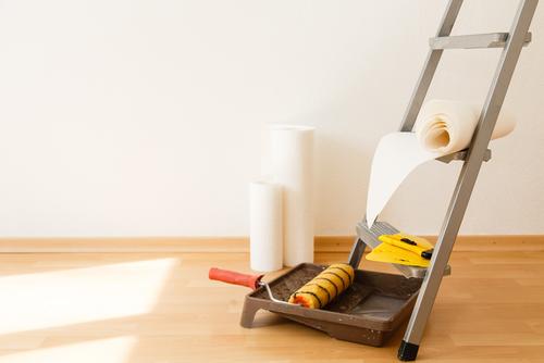 Vliesbehang of glasvezelbehang aanbrengen in 5 eenvoudige stappen
